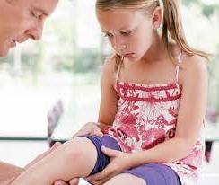 Чому болять коліна у дитини